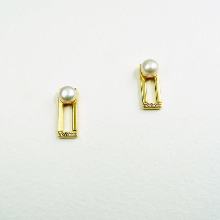 Cala Pearl Earrings